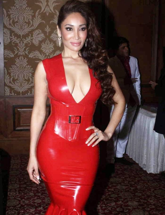 Latex Dressing: Latest Fashion Trend Among Celebrities