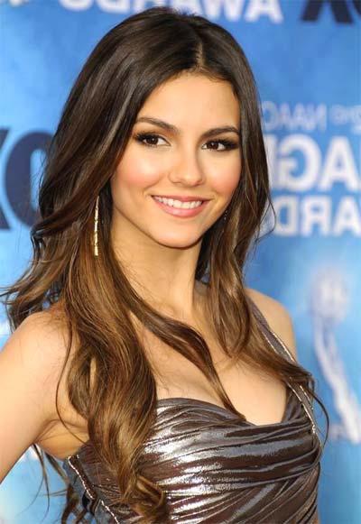21 Hottest Teen Celebrities ... - allwomenstalk.com