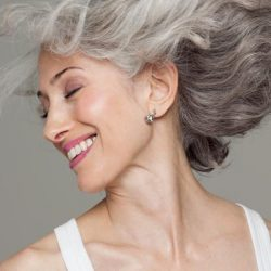 Top 10 Anti-Aging Makeup Tricks