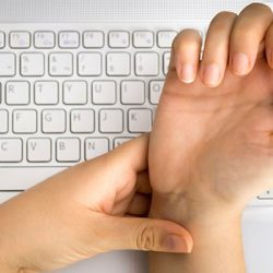 Yoga Asanas To Manage Carpal Tunnel Syndrome
