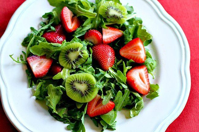 Arugula Salad with Kiwi, Strawberries and Pecans
