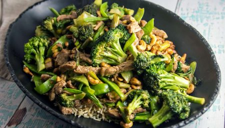 Cashew Stir-fry with Broccoli and Pork