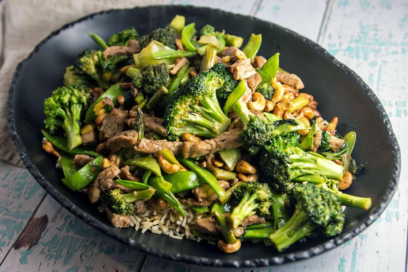 Cashew Stir-fry with Broccoli and Pork