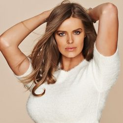 Robyn Lawley: The New Supermodel Whose Taking The Fashion World By Storm!