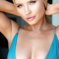 """Playboy Model Carrie Minter Reveals Her Success Mantra """"Stay Positive & Follow Your Heart"""""""
