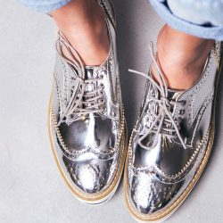 Silver Footwear: To Become A Trend This Winter
