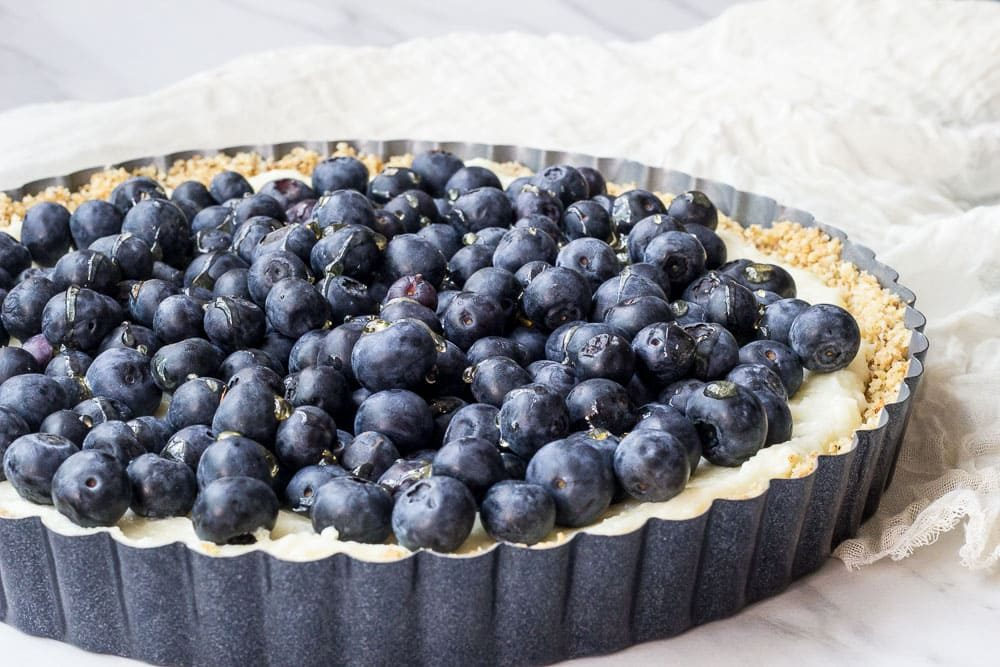 White-chocolate tart with berries