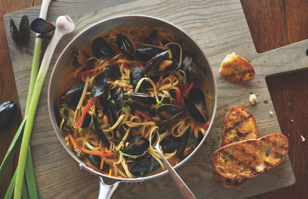 Organic Linguine with Mussels