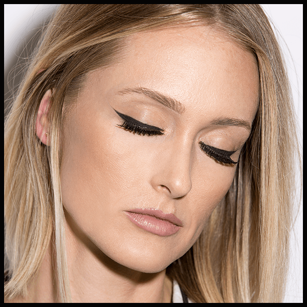 Twiggy-Inspired Lashes