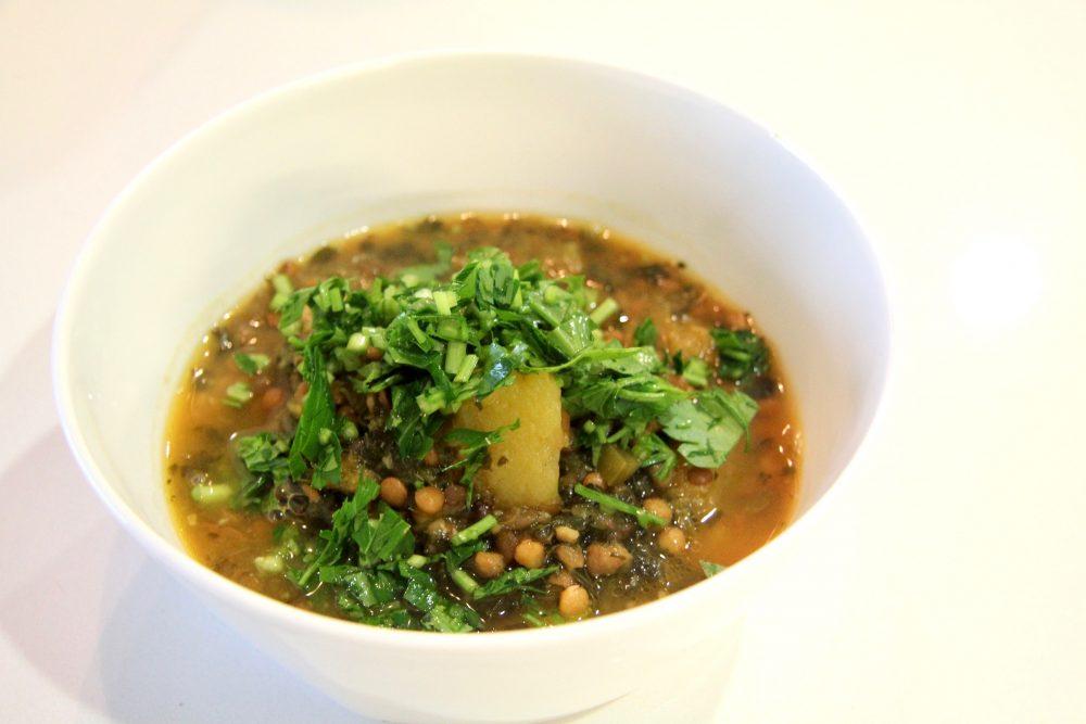 Soupe aux lentilles &quot;width =&quot; 1000 &quot;height =&quot; 667 &quot;/&gt;</p><p>Les smoothies avec des fruits, des noix et des légumes sont un autre excellent moyen d&#39;augmenter les nutriments et d&#39;aider à maintenir et à réduire le cholestérol au petit-déjeuner. Ou faire des soupes un repas copieux en ajoutant des légumineuses. Les haricots sont une autre façon de réduire le cholestérol et de les ajouter à la soupe avec un bouquet de légumes pour vous aider à consommer plus de légumes que vous n&#39;en consommez normalement.</p><p><button id=