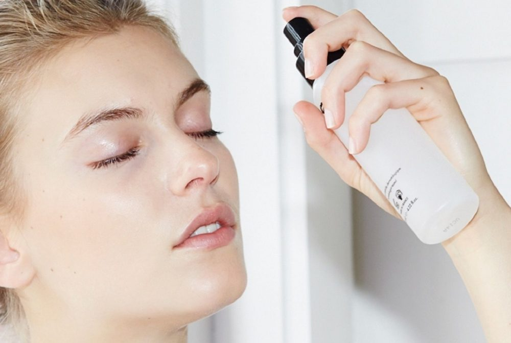 Maquillage pour masquer le psoriasis facial &quot;width =&quot; 1000 &quot;height =&quot; 671 &quot;/&gt;</p><p>Le secret, pour dissimuler le psoriasis du visage, c&#39;est aller léger. Aussi, ne jamais l&#39;appliquer sur les lésions ouvertes du psoriasis.</p><h5>Conseils pour choisir le bon maquillage pour les personnes souffrant de psoriasis</h5><p>Avant d&#39;appliquer le maquillage, hydratez votre peau. Hydratez-vous en prenant de l&#39;eau chaude avec de l&#39;huile de bain pendant environ 10 à 15 minutes, puis exfoliez les écailles avec une serviette douce. <span class=