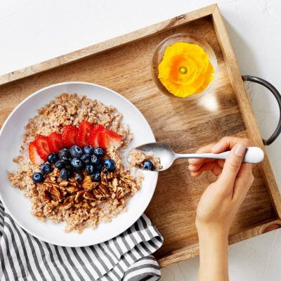 Eating breakfast burns more carbs during exercise and accelerates metabolism for next meal