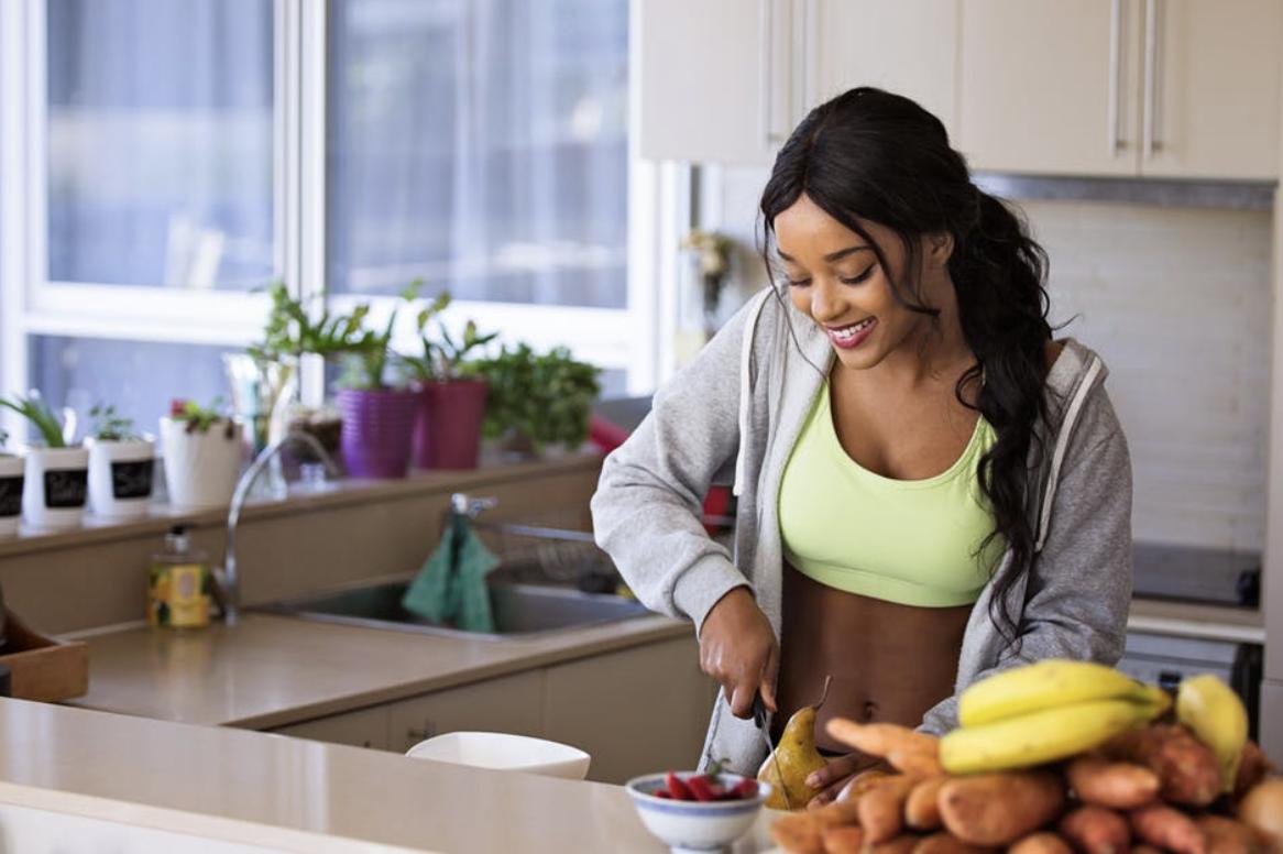 perdendo peso &quot;width =&quot; 1166 &quot;height =&quot; 776 &quot;/&gt;</p><p>Em outros para perder peso e economizar dinheiro, você precisa aplicar cinco estratégias.</p><h5>Preparação de refeições</h5><p>Perder peso tem tudo a ver com a adição e subtração do número de calorias que entram e saem do seu corpo. A disciplina para fazer isso tem sido uma das razões pelas quais as pessoas são obesas.</p><p>O mesmo vale para poupar dinheiro. A disciplina para comprar parar de comprar coisas que você não precisa não está lá para alguns indivíduos. <span class=