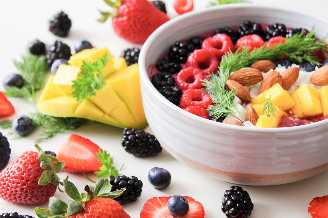 Bol à smoothie &quot;width =&quot; 1280 &quot;height =&quot; 853 &quot;/&gt;</p><p>Évitez d&#39;ajouter beaucoup de jus (pomme, cocktail de jus, orange, etc.) avec une quantité non mesurée de fruits et / ou de sorbet congelés. Les cocktails de fruits ou les mélanges de fruits surgelés peuvent contenir beaucoup de sucre ajouté; Alors, consultez les étiquettes nutritionnelles. <span class=