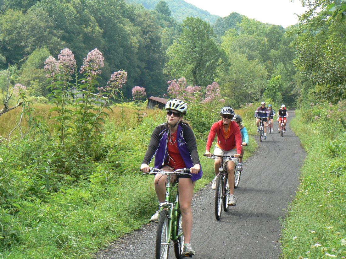 Entraînement cardio &quot;width =&quot; 1100 &quot;height =&quot; 825 &quot;/&gt;</p><p>Le cyclisme est incroyable, une approche plus puissante pour se mettre en forme à la maison. Un cycle matinal avec un groupe de voisins ou de compagnons ne vous permettra pas seulement d'améliorer votre humeur et d'élever votre esprit, mais également de tonifier les muscles de vos fesses, de vos cuisses et de vos jambes. Le cyclisme augmente l'endurance de votre cœur et renforce vos jambes. <span class=
