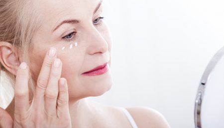 woman-applying-Retin-A-cream-to-face-4[1]